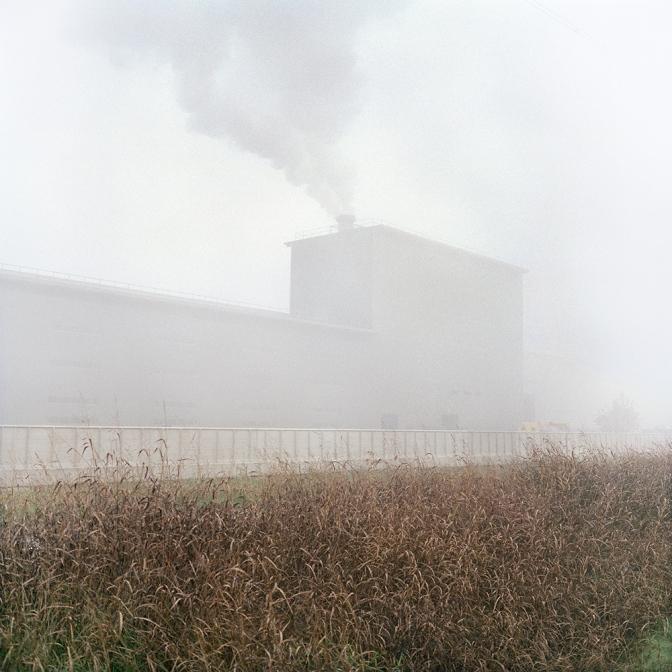 Cremona, novembre 2010. La nuova zincheria di Arvedi. La società siderurgica è tra i principali responsabili dell'inquinamento atmosferico della città.
