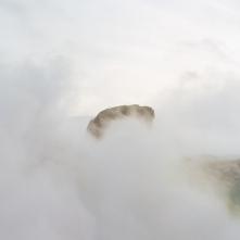 Isola di Vulcano, ottobre 2008. Vapori sulfurei sul cratere del vulcano.