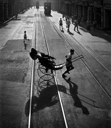 hong-kong-black-and-white-street-photography-ho-fan-7