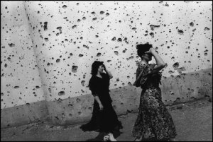 07/1996. Grozny. The shrapnel splattered wall of the exhibition hall.