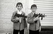 Gaza city, Gaza Strip. Due gemelli il giorno della festa dell'Eid Al Adha