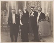 01_Erich-Salomon_Ah-voilà-le-roi-des-indiscrets1931-_Courtesy-Museum-Folkwang-Essen-1024x814