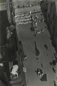 02_Rodchenko_-People-Gathering-to-Take-Part-in-a-Demonstration-1928