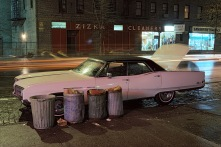 "Langdon Clay, Zizka Cleaners car, Buick Electra, dalla serie ""Cars"", New York City, 1976 Slide-show Courtesy of the artist © Langdon Clay"