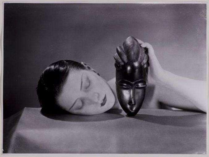 Noire-et-blanche-1926-fotografia-new-print-del-1980-23-x-30-cm-collezione-privata-Courtesy-Fondazione-Marconi-©MAN-RAY-TRUST-ADAGP-Paris-By-SIAE-2014_xl-